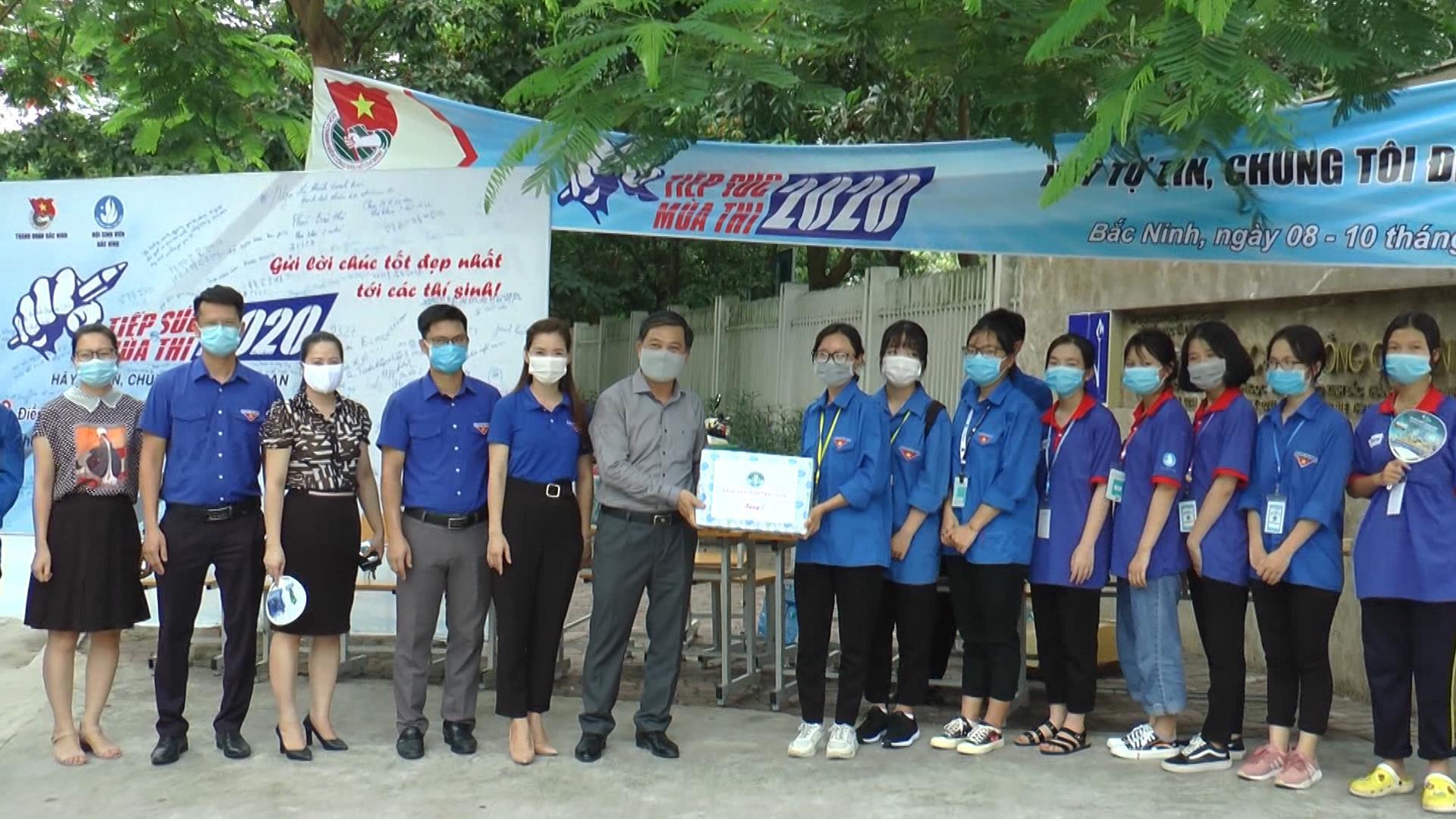 Tỉnh Đoàn động viên đội tình nguyện tiếp sức mùa thi