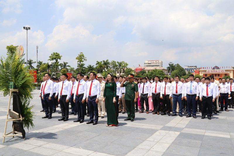 Phiên làm việc thứ nhất Đại hội Đảng bộ thị xã Từ Sơn lần thứ XVIII
