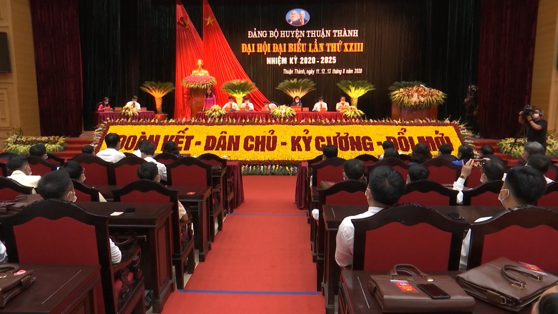 Phiên làm việc thứ nhất Đại hội Đảng bộ huyện Thuận Thành lần thứ XXIII