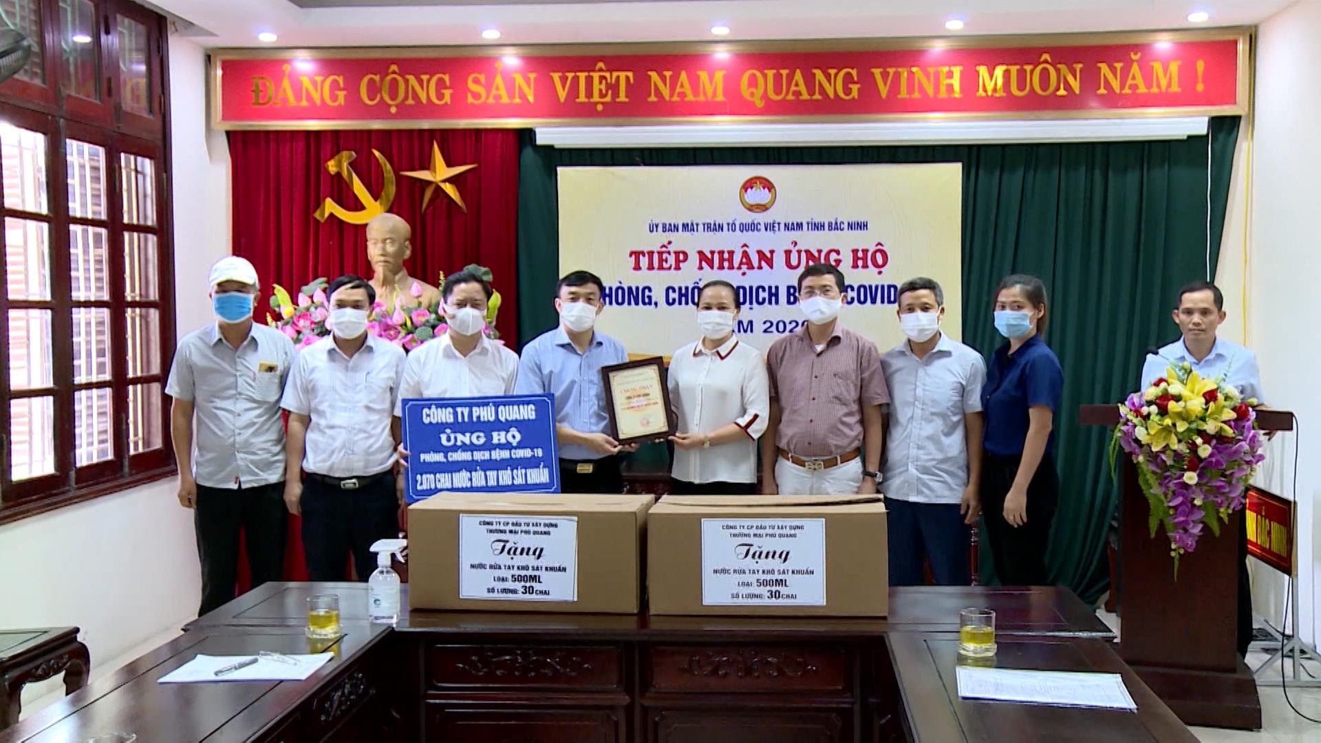 Ủy ban MTTQ tỉnh tiếp nhận ủng hộ phòng, chống dịch Covid-19