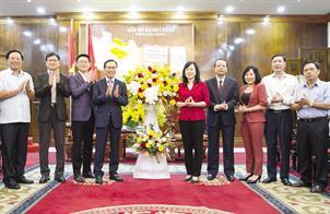 Tổ hợp Samsung Việt Nam chúc mừng Ban chấp hành Đảng bộ tỉnh