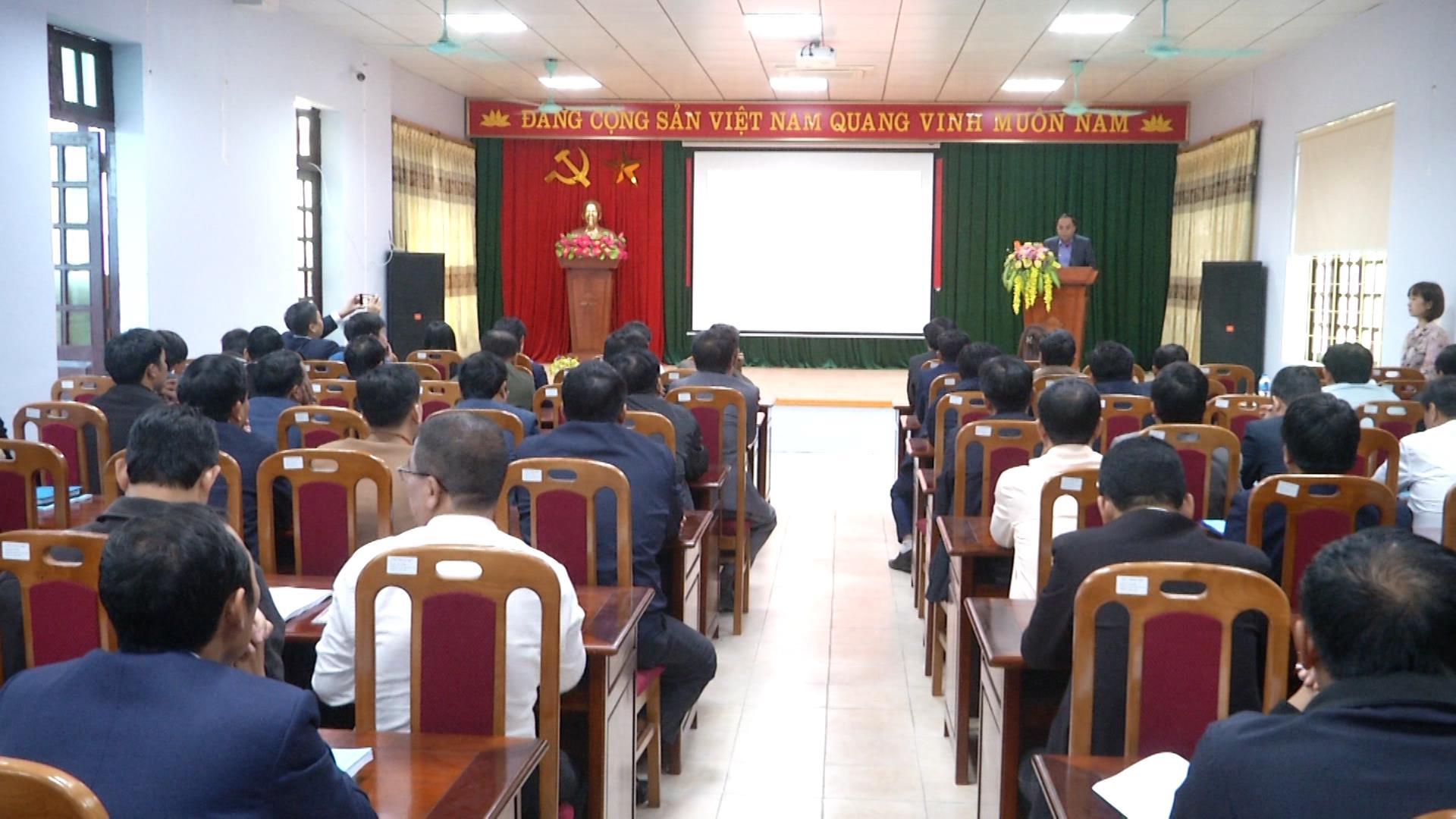 Khai giảng lớp bồi dưỡng kiến thức quản lý cho Chủ tịch UBND xã