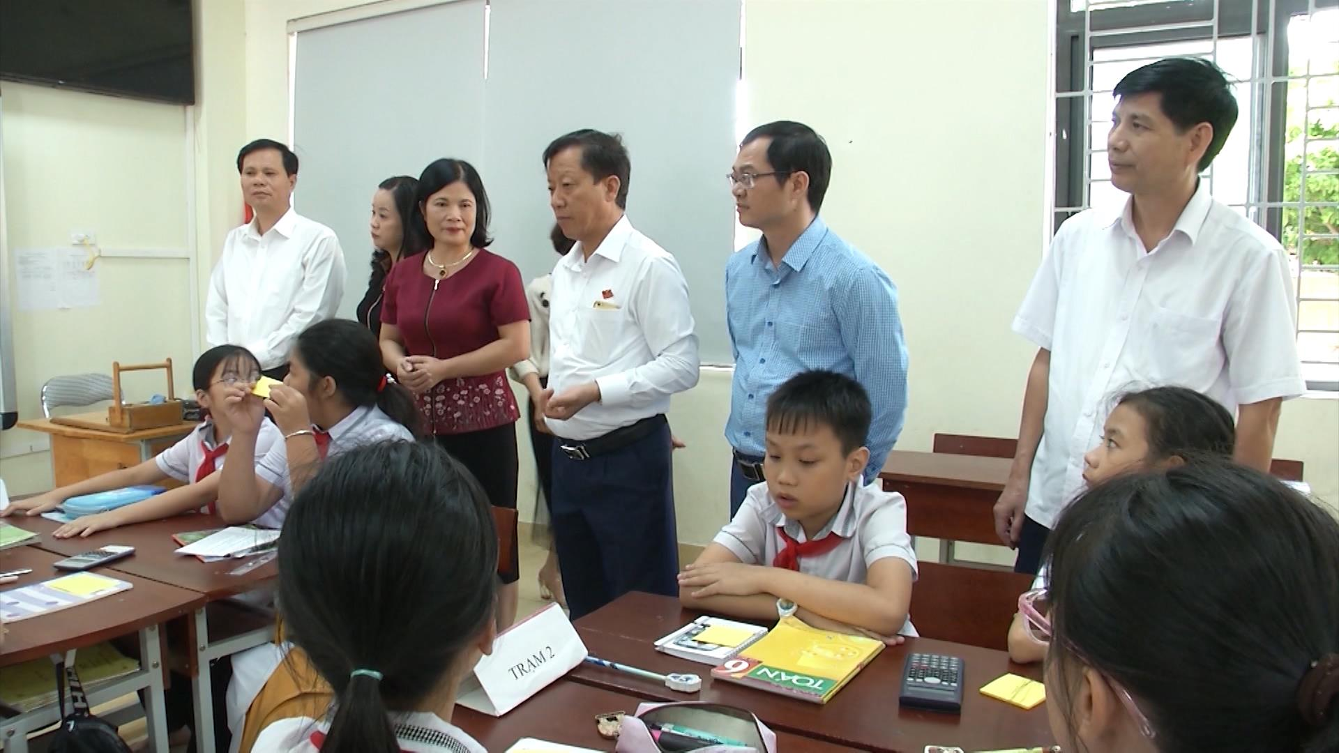 Giám sát việc thực hiện NQ của HĐND tỉnh về trang bị phòng học thông minh