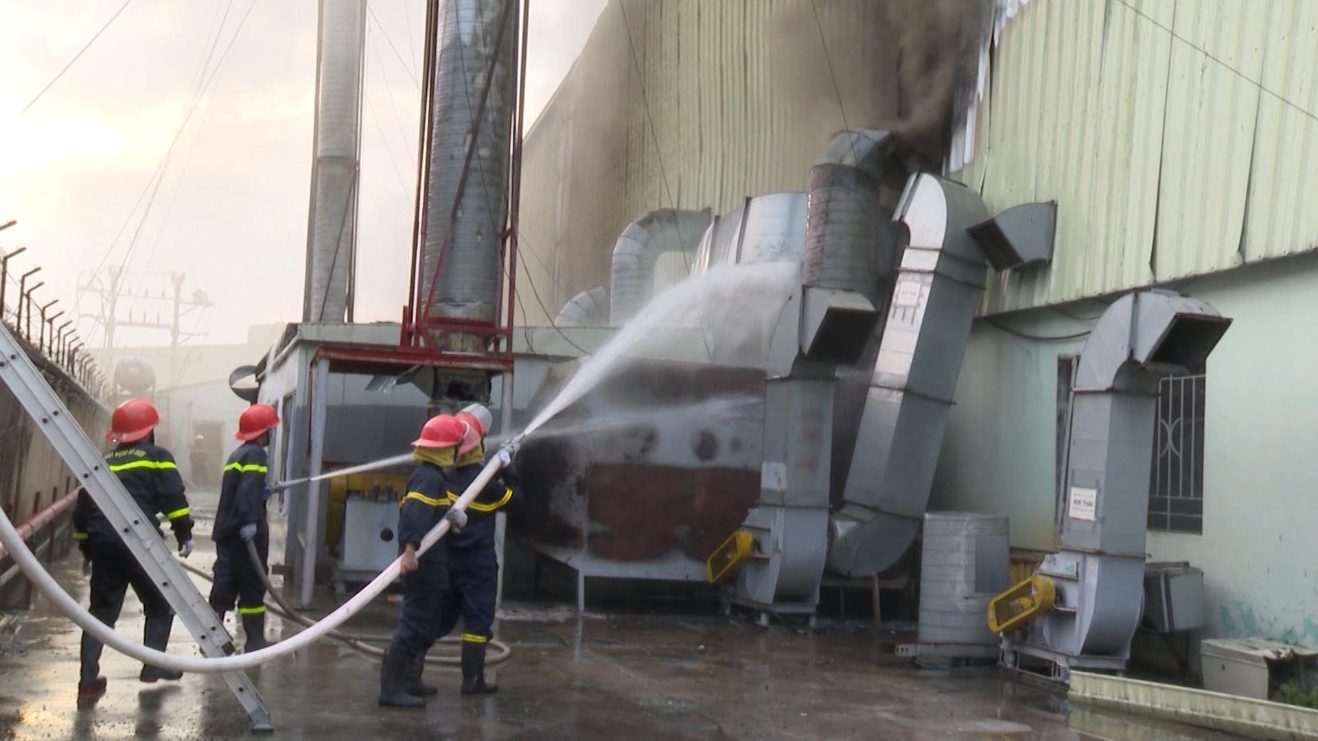 Cháy lớn tại Cụm công nghiệp Khắc Niệm