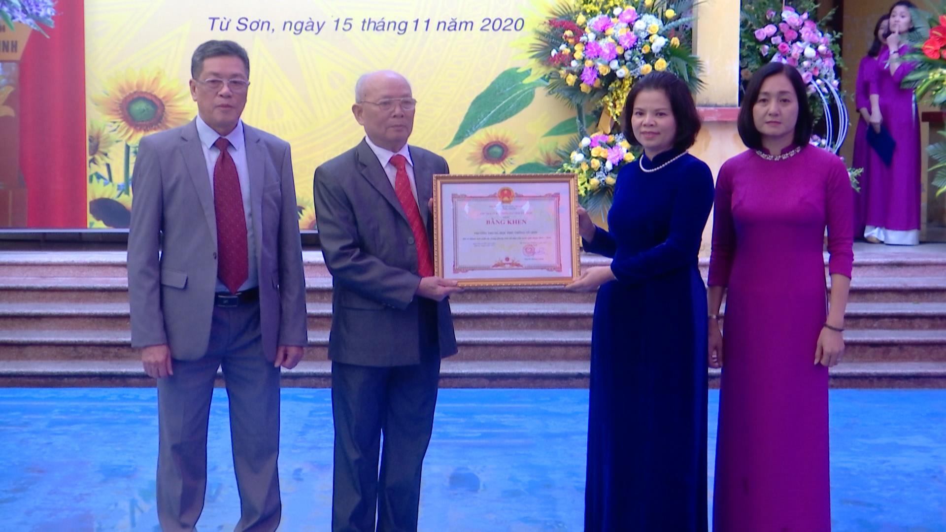 Chủ tịch UBND tỉnh dự lễ kỷ niệm 20 năm thành lập Trường THPT Từ Sơn