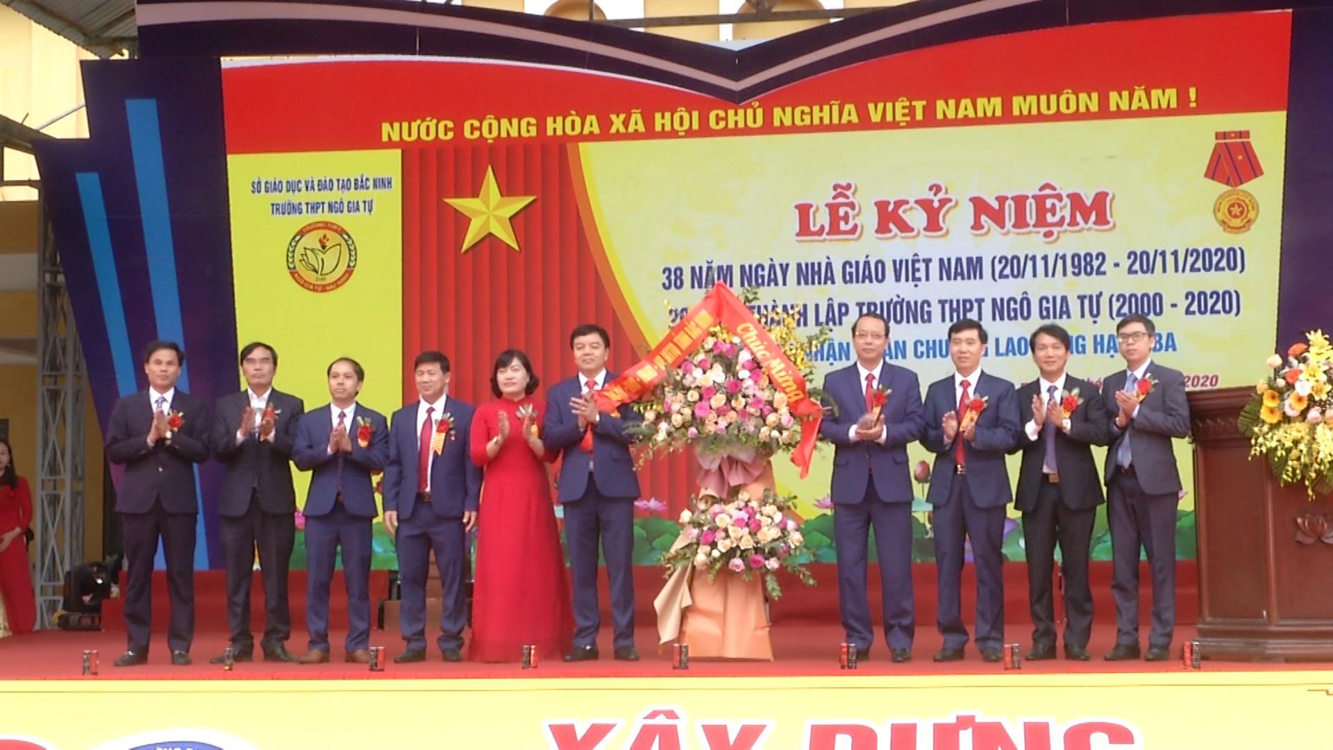 Phó Bí thư Thường trực Tỉnh uỷ, Chủ tịch HĐND tỉnh dự lễ kỷ niệm 20 năm thành lập trường THPT Ngô Gia Tự, thị xã Từ Sơn