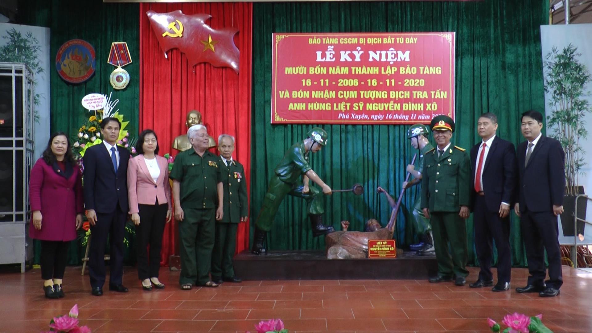 Bắc Ninh Trao tặng cụm tượng mô phỏng kẻ địch tra tấn dã man đồng chí Nguyễn Đình Xô cho Bảo tàng Phú Xuyên