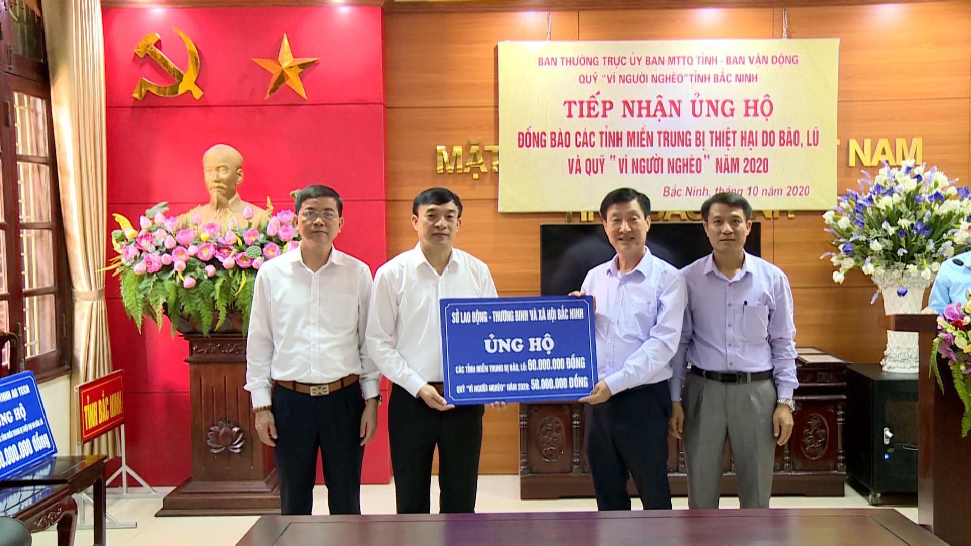 Uỷ ban MTTQ tỉnh tiếp nhận 455 triệu đồng tiền ủng hộ