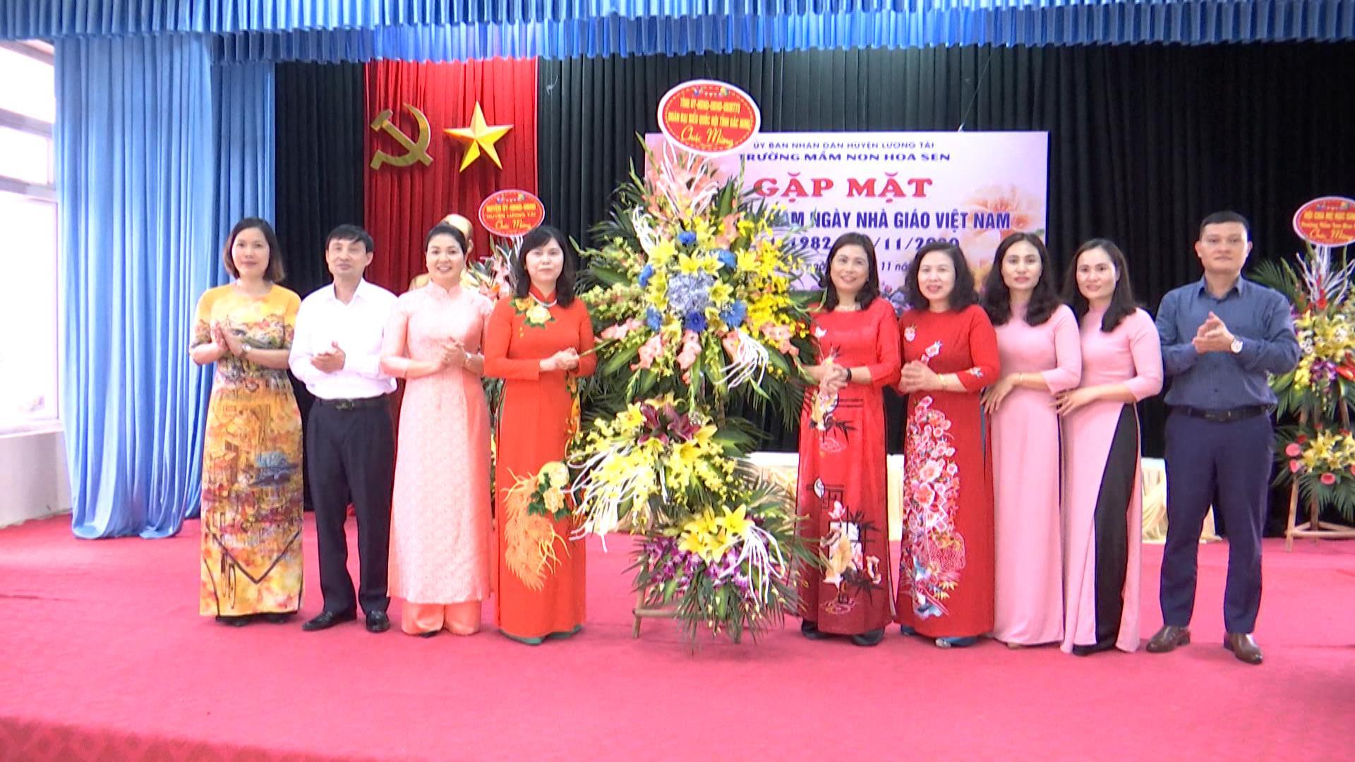 Phó Trưởng Đoàn đại biểu Quốc hội tỉnh chúc mừng  Ngày Nhà giáo Việt Nam tại huyện Lương Tài