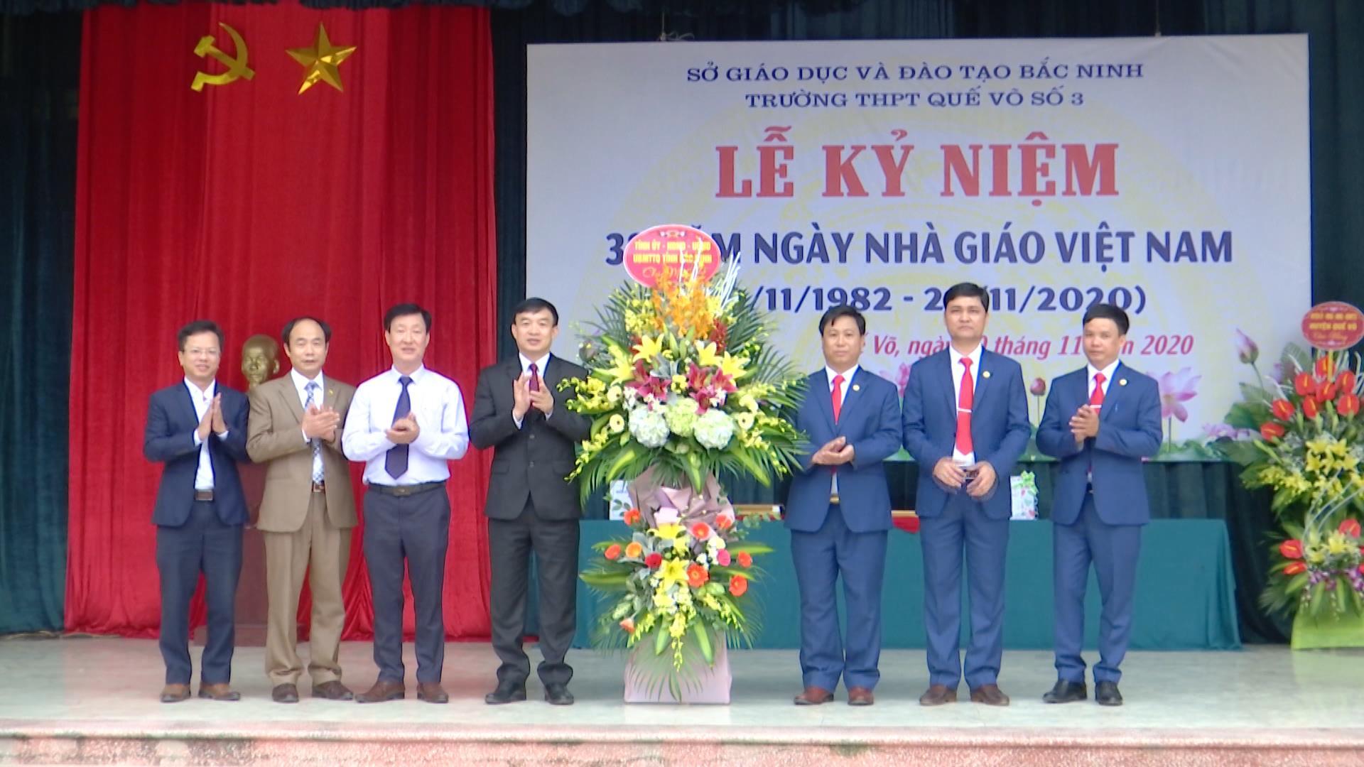 Chủ tịch Uỷ ban MTTQ chúc mừng Ngày Nhà giáo Việt Nam tại trường THPT Quế Võ số 3
