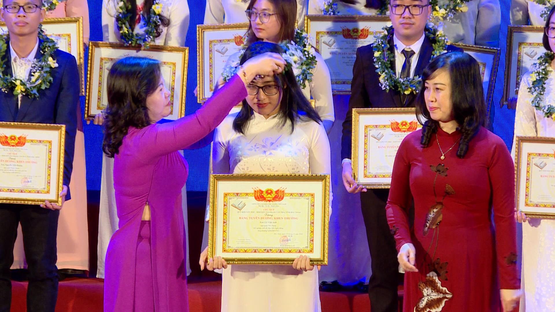 Quỹ khuyến học, khuyến tài Phạm Văn Trà, trao thưởng gần 2,2 tỷ đồng