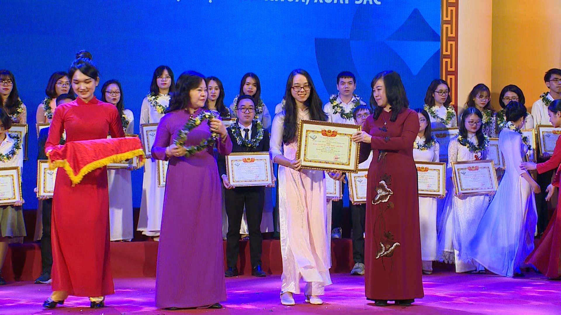 Chắp cánh ước mơ - Bắc Ninh với khuyến học khuyến tài phần 3