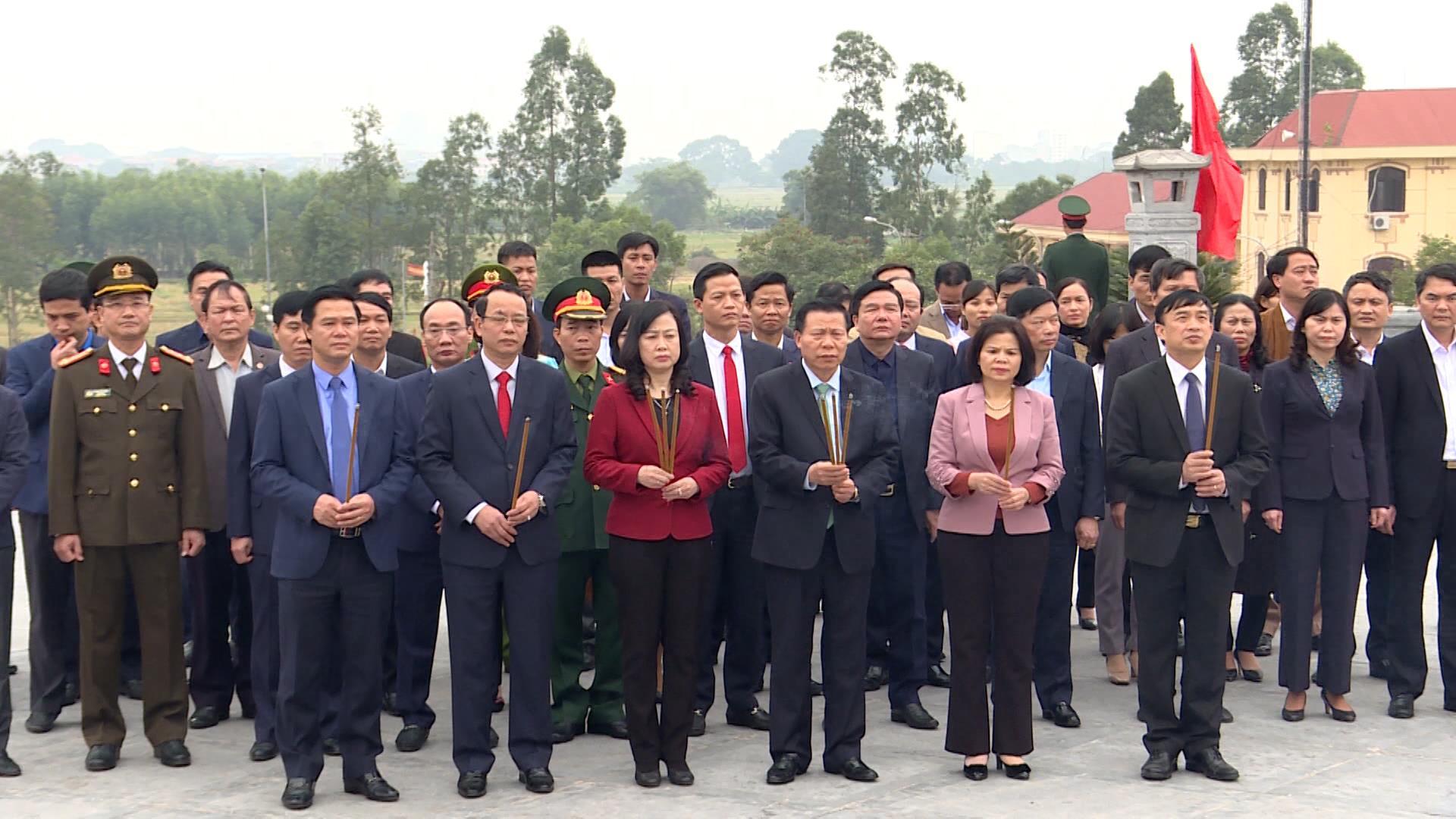 Lãnh đạo tỉnh dâng hương tưởng niệm đồng chí Ngô Gia Tự