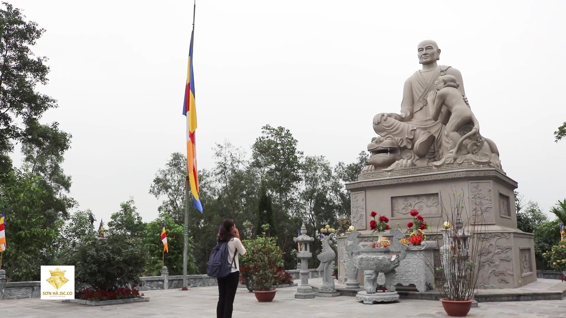 Thăm khu di tích Chùa Tiêu