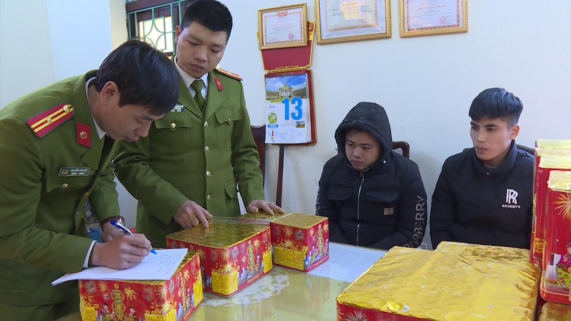 Bắc Ninh: Bắt quả tang 2 đối tượng vận chuyển gần 200 kg pháo nổ
