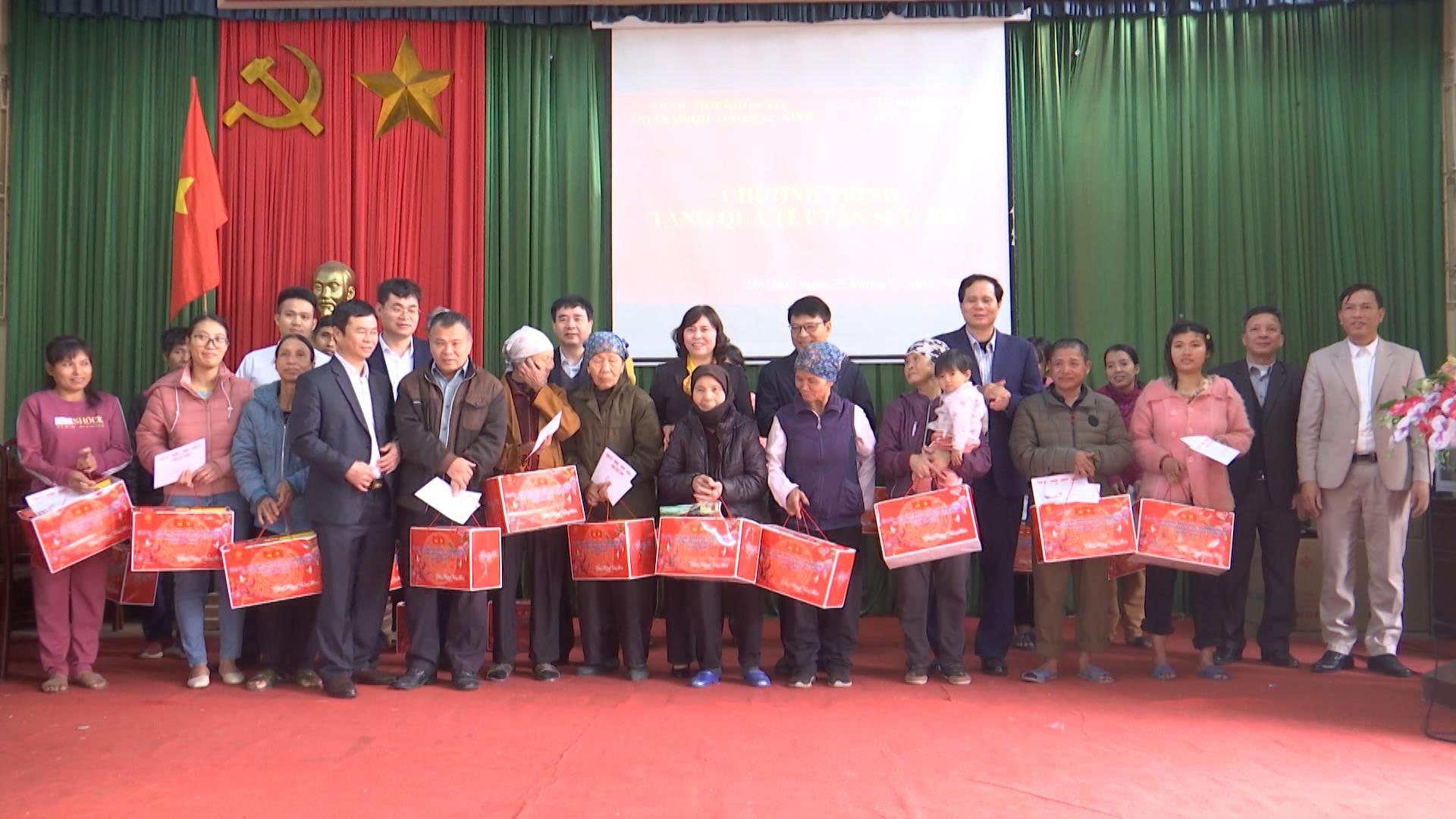 Phó Trưởng đoàn Đại biểu Quốc hội tặng quà Tết tại Thuận Thành