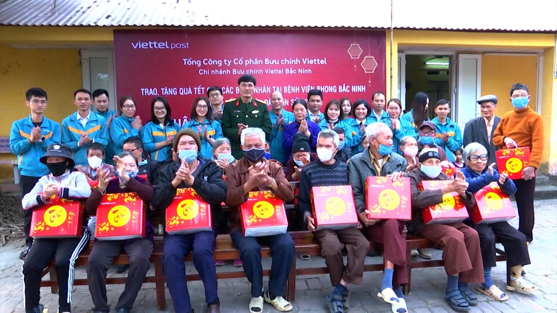 Thăm và tặng quà các bệnh nhân tại Bệnh viện Da liễu Bắc Ninh