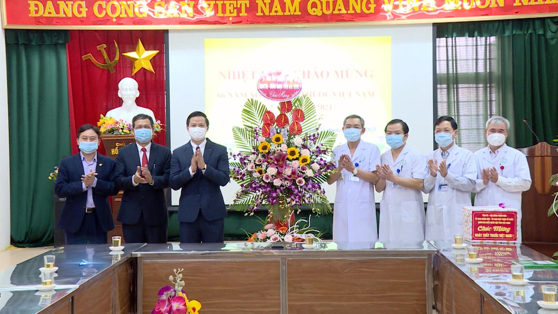 Đồng chí Vương Quốc Tuấn thăm động viên Trung tâm Y tế Lương Tài