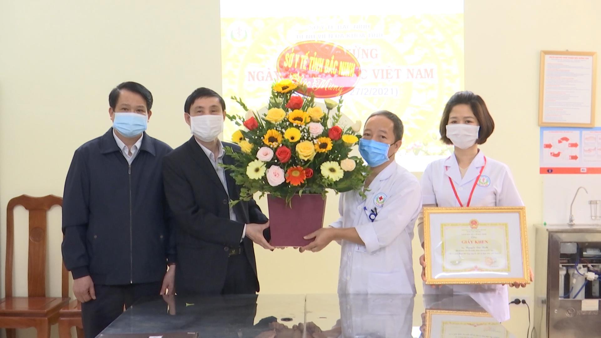 Sở Y tế khen thưởng đột xuất 6 viên chức Khoa Truyền nhiễm,  Bệnh viện Đa khoa Bắc Ninh