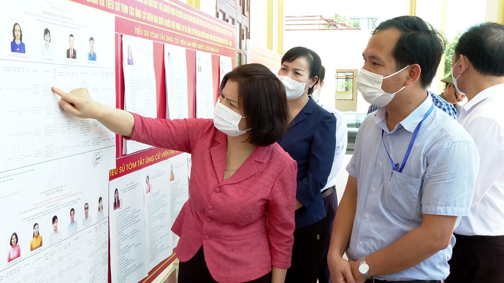 Chủ tịch UBND tỉnh kiểm tra công tác chuẩn bị bầu cử tại huyện Gia Bình