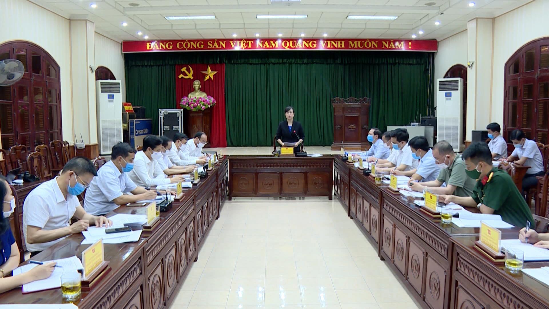 Bí thư Tỉnh ủy Đào Hồng Lan kiểm tra công tác bầu cử tại huyện Quế Võ