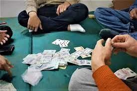 Tạm giữ hình sự 11 đối tượng đánh bạc bất chấp lệnh cấm tụ tập.