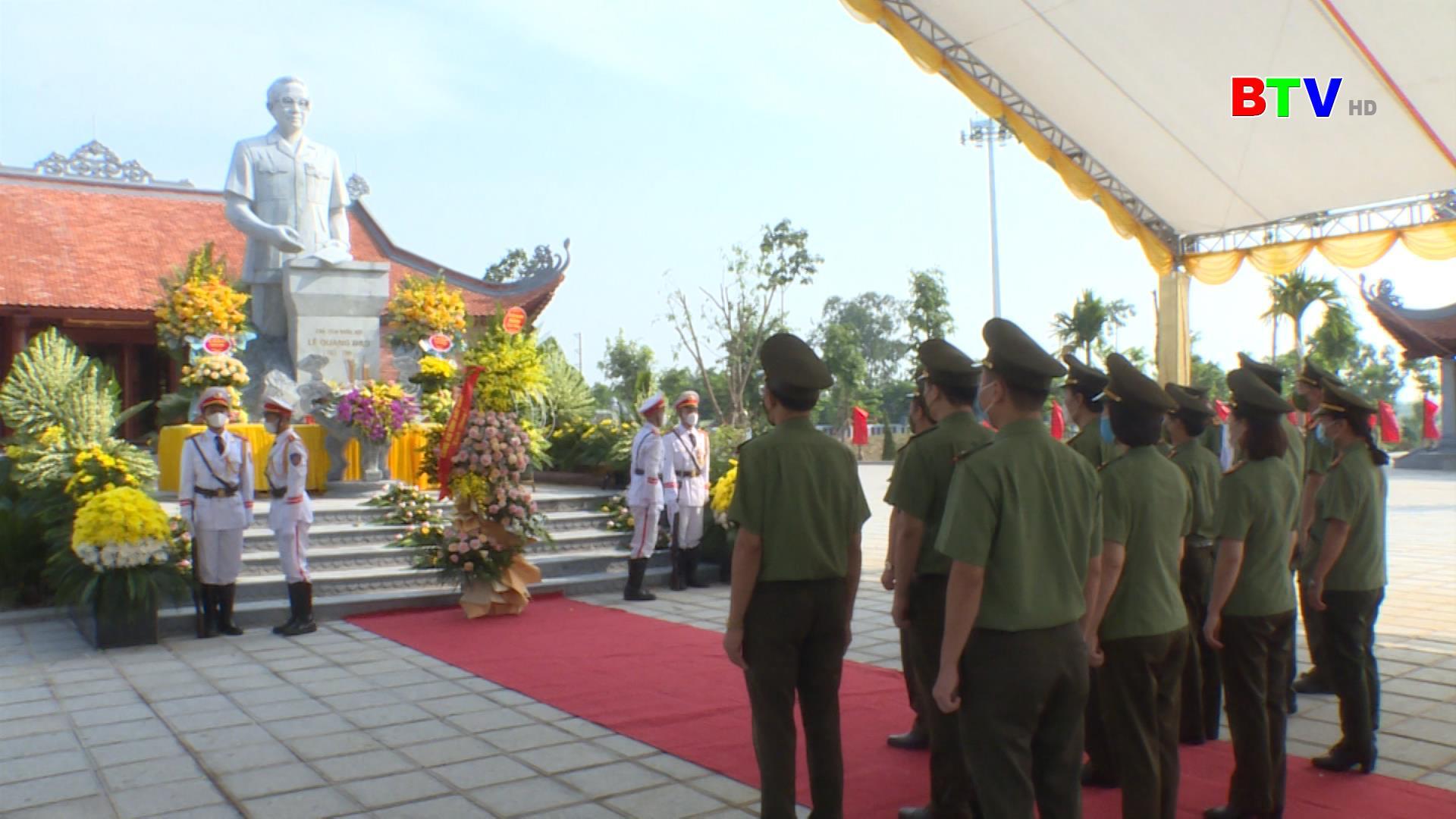 Công an tỉnh dâng hương tưởng niệm đồng chí Lê Quang Đạo