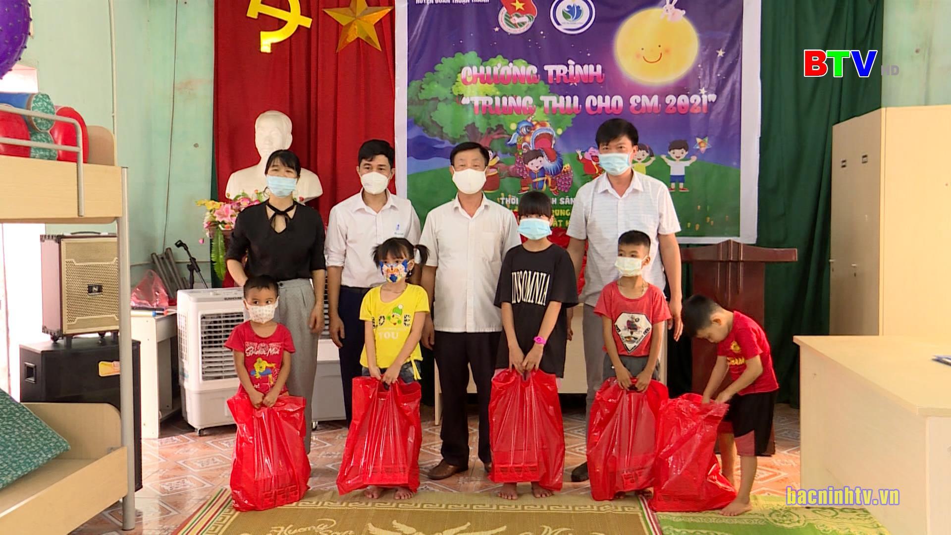 Sở LĐTB&XH thăm tặng quà Trung thu cho trẻ em khuyết tật