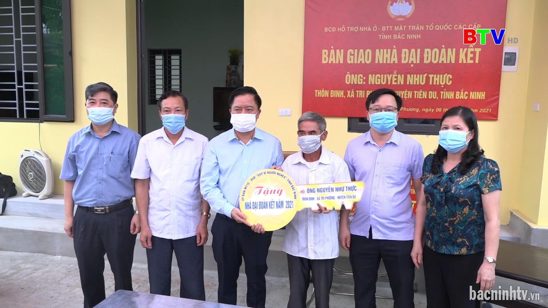 Ủy ban MTTQ tỉnh trao nhà Đại đoàn kết ở huyện Tiên Du