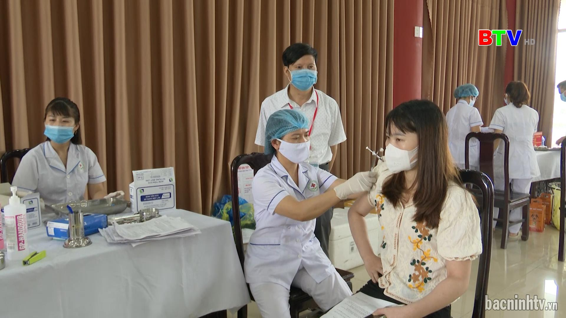 Cho phép tiêm trộn vắc xin Pfizer và Moderna