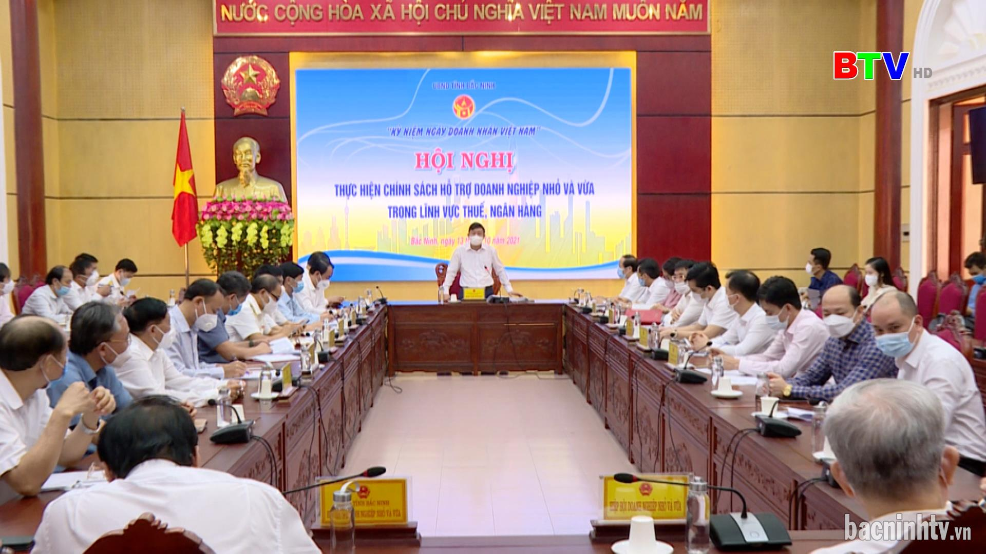 Thực hiện chính sách hỗ trợ DNNVV trong lĩnh vực thuế, ngân hàng