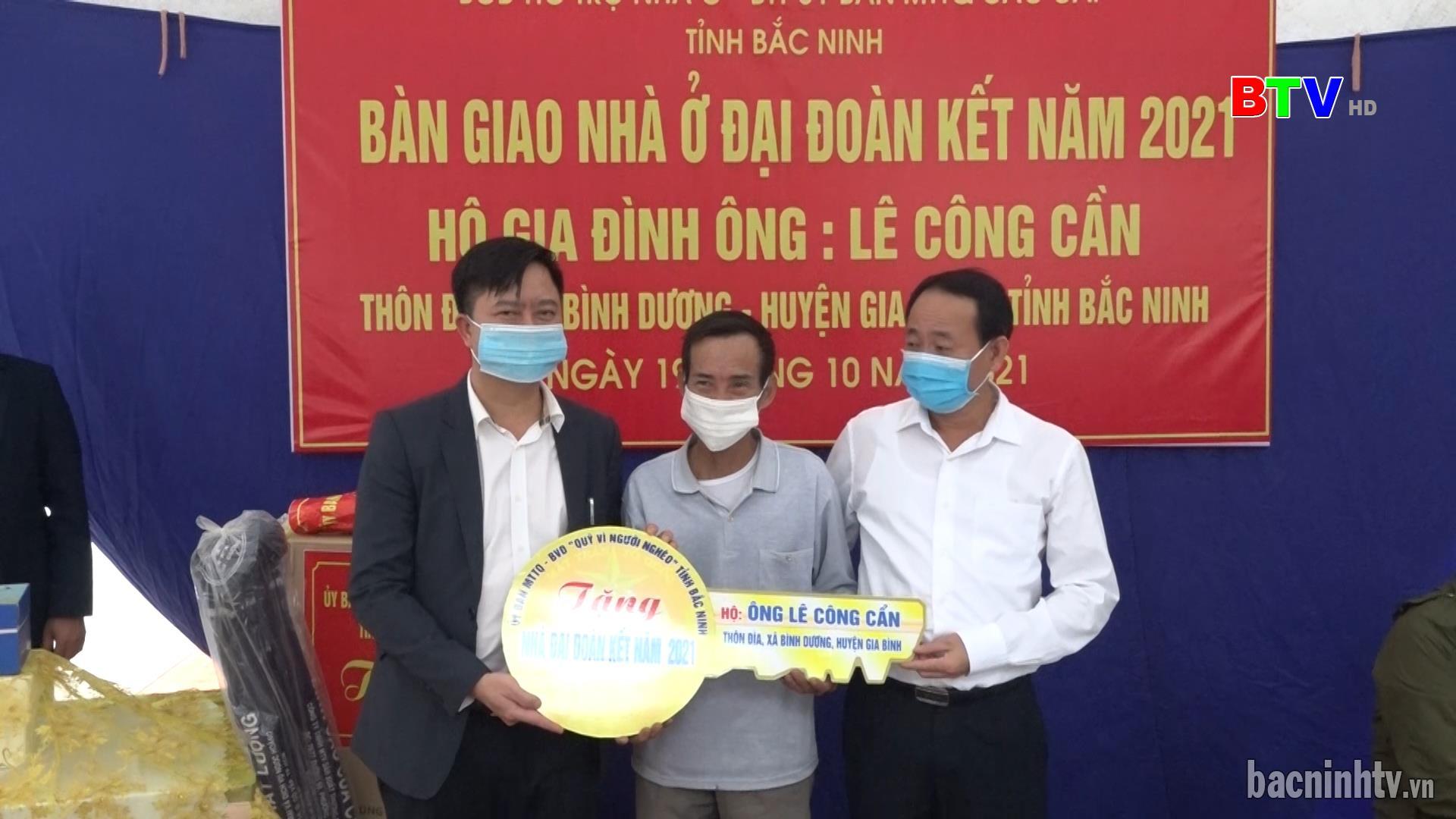 Ủy ban MTTQ tỉnh trao nhà Đại đoàn kết tại huyện Gia Bình
